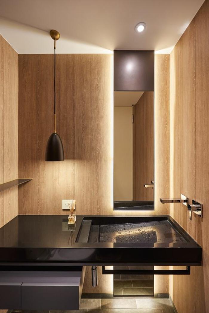 déco minimaliste, évier rectangulaire noir, lampe suspendue, miroir rectangulaire