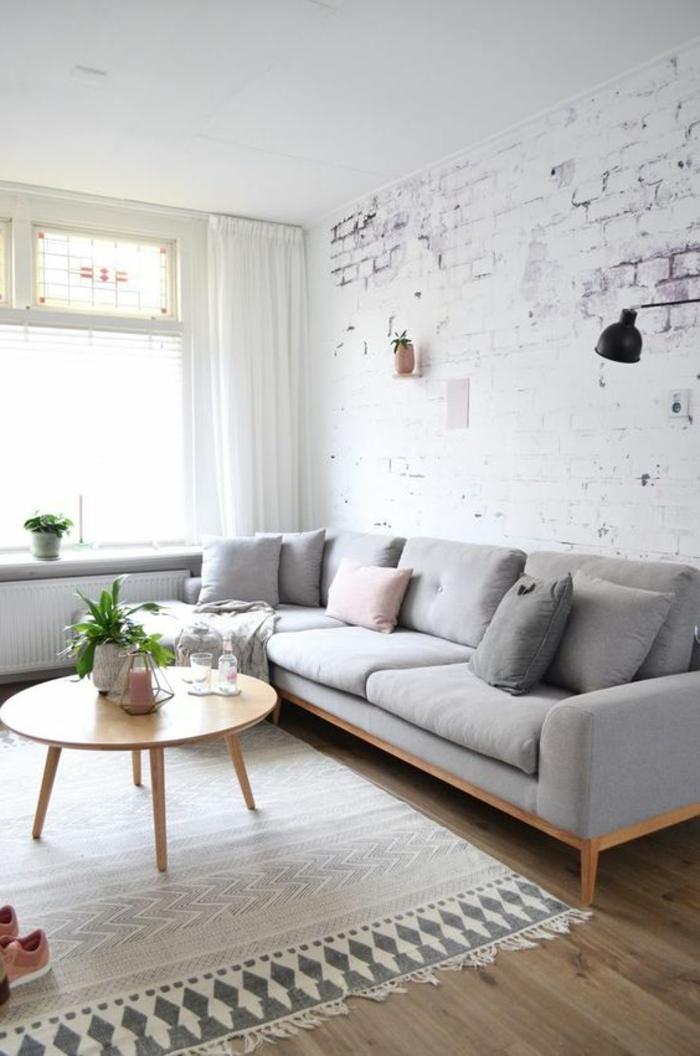déco minimaliste, papier peint briques apparentes blanches, petite table basse