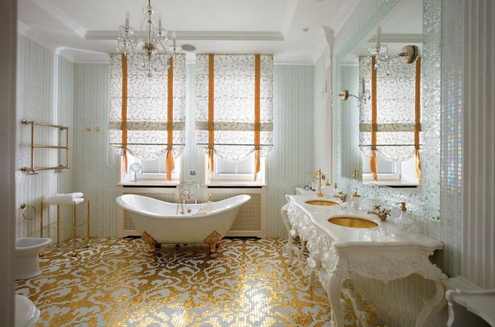 mobilier baroque, salle de bain, lustre en cristaux, plancher en décoration dorée