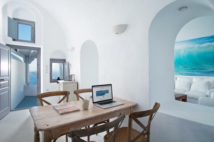 bleu grec, porte vers la terrasse, vue sur la mer, peinture vague, meuble en bois