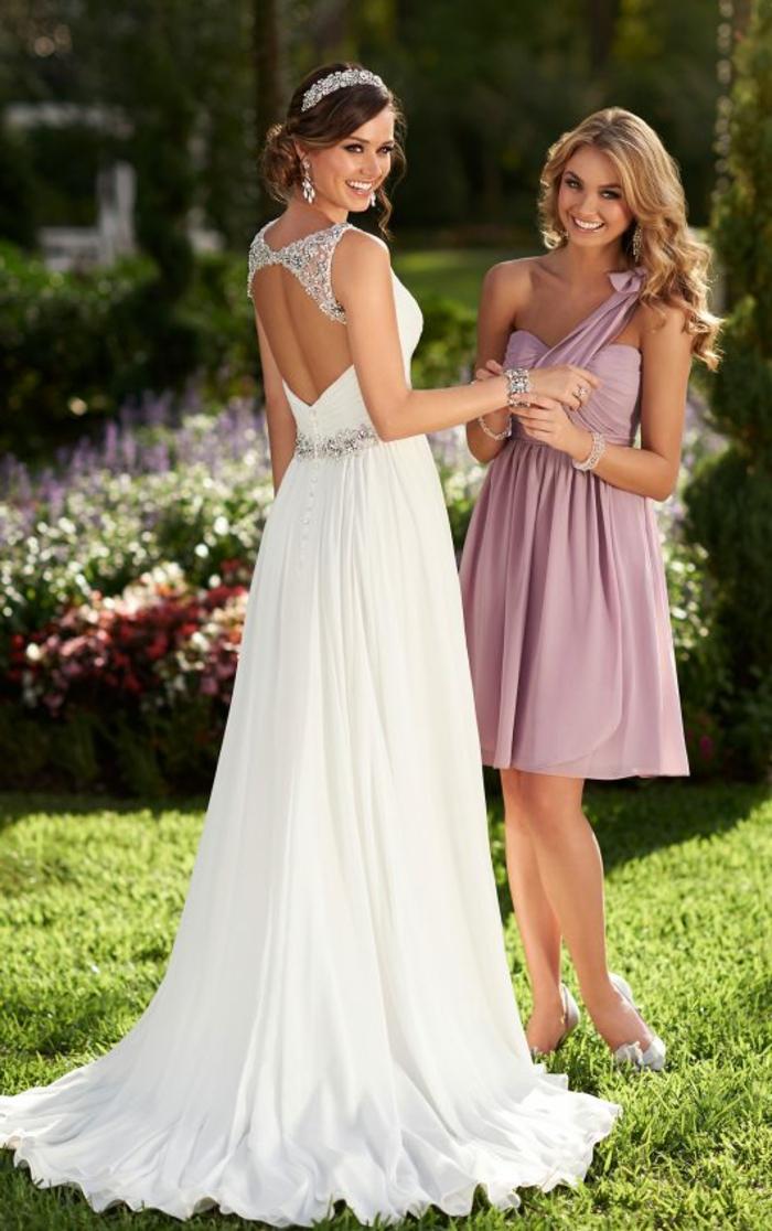 robe grecque, dos nu, couronne en diamants, ceinture en diamants, jupe avec quilles