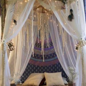 Décoration impressionnante pour une chambre hippie moderne ou typique