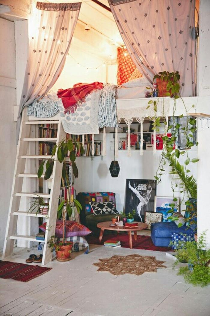 deco chambre boheme, échelle en bois, plantes vertes, étagères en bois