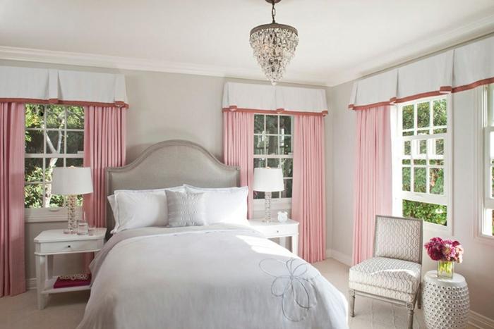 deco chambre fille, rideaux rose, couleur mur gris perle, lit gris, parure de lit blanche, lustre élégant, chaise en gris et blanc
