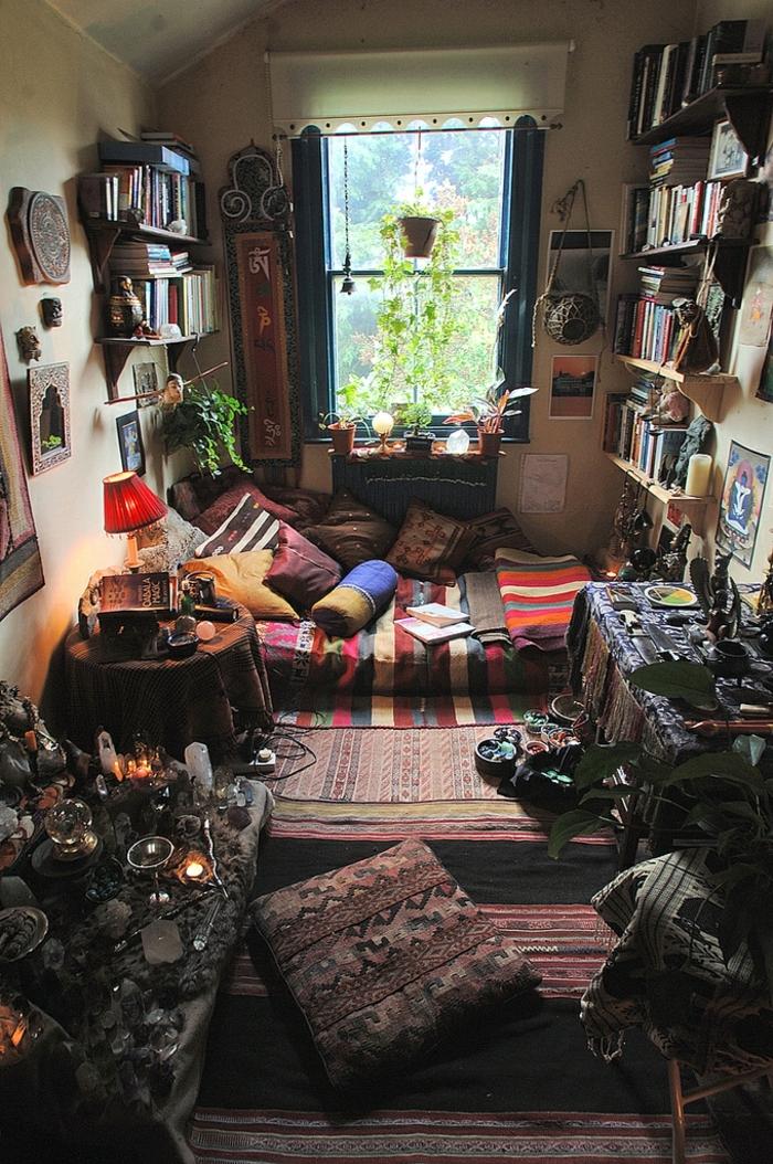 deco boheme, suspension plante verte, tapis ethnique, chambre hippie