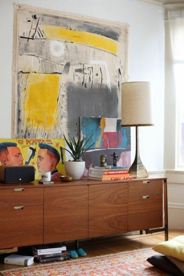 deco jaune gris, vintage commode en bois, tableau artistique en jaune et giris