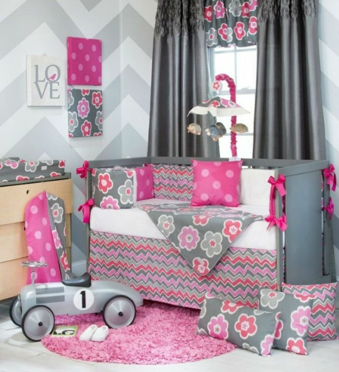 chambre bb fille gris et rose arbre sur un mur gris de la. Black Bedroom Furniture Sets. Home Design Ideas