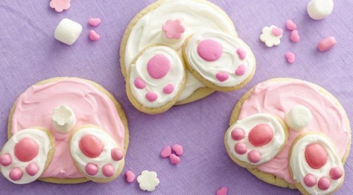sablés de paques, derrières de lapins, glacage rose et blanc, idée de dessert de paques à faire soi meme