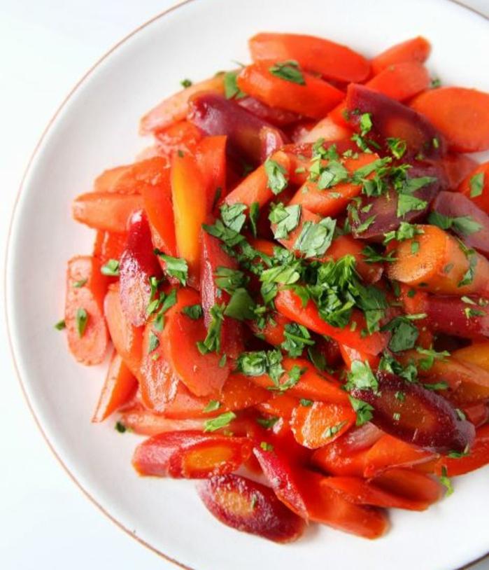 recette de carottes glacées au sucre de canne, accompagnement paques facile à faire, idée de menu de paques