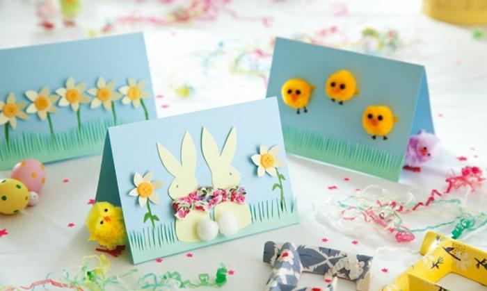 carte de paques, carte double bleue, lapin de paques en papier, boutons jaunes, poussins de paques, pompons jaunes, motifs fleurs