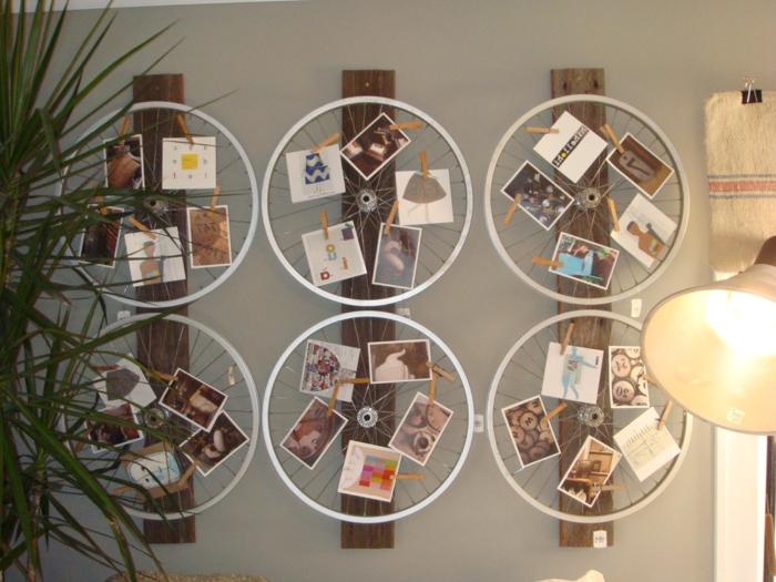 roues vélo recyclées, pour créer une décoration murale, des photos et des images attachés avec des pinces à linge, DIY déco chambre