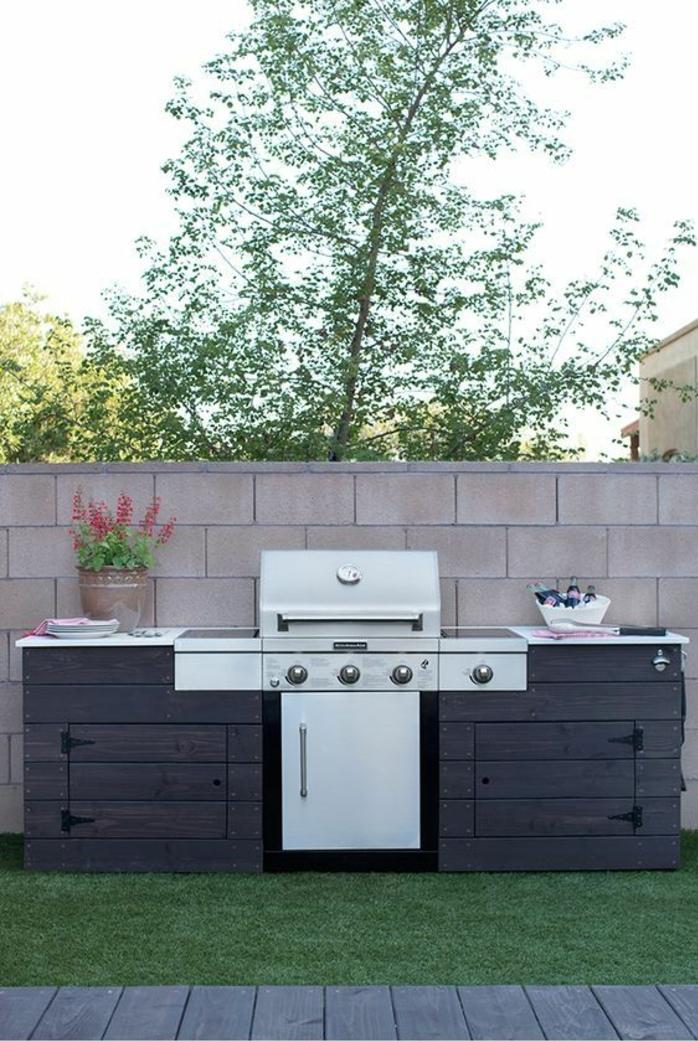 projet diy pour une cuisine d été extérieure en planches bois, design simple et compact