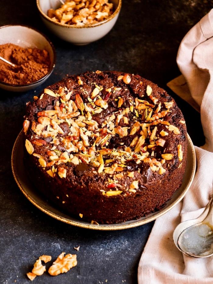 comment remplacer les oeufs dans une recette sucrée avec compote fruits, idée gâteau chocolat et noix entiers