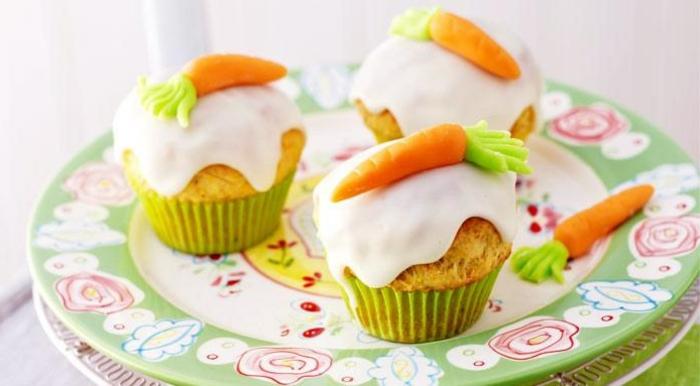 recette de paques, des cupcakes à la crème et carottes sucréss, idée de glacage au chocolat à faire soi meme