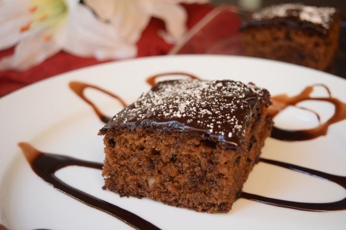 comment faire un gâteau facile et rapide sans oeufs, idée recette végétalien, exemple dessert moelleux au chocolat