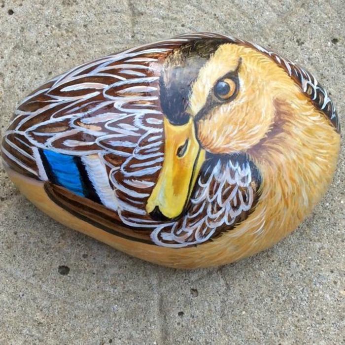 dessin sur galet, peintire trompe l'oeil canard