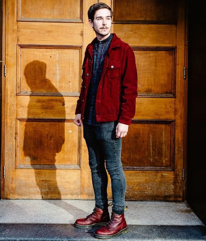 dr martens bordeaux et veste en jean velours