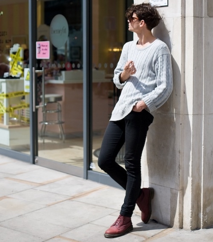 idée simples tenue homme casual doc martens bordeaux et jean skinny noir
