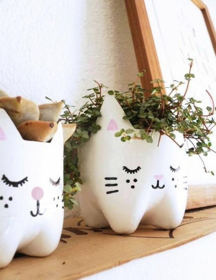 activité manuelle recyclage bouteille plastique, pots de fleurs chats mignons en bouteilles
