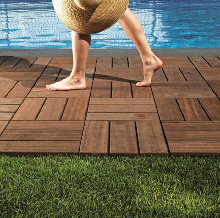 entourage piscine en bois composite, quel matériaux pour la piscine de plage