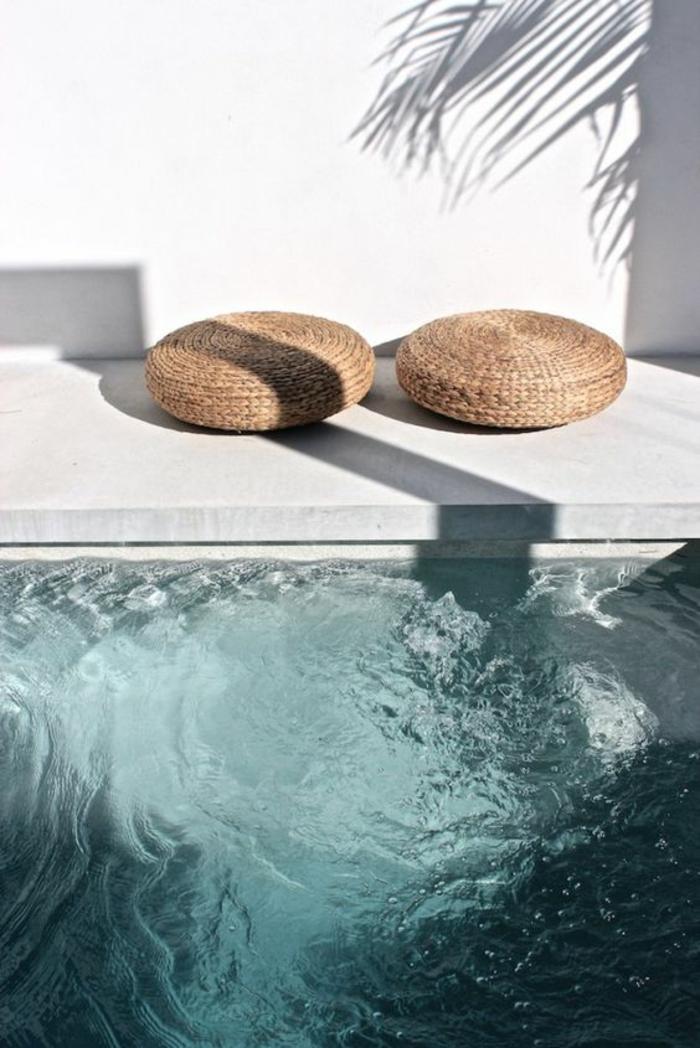 entourage piscine en béton effet marbre, piscine au design chic