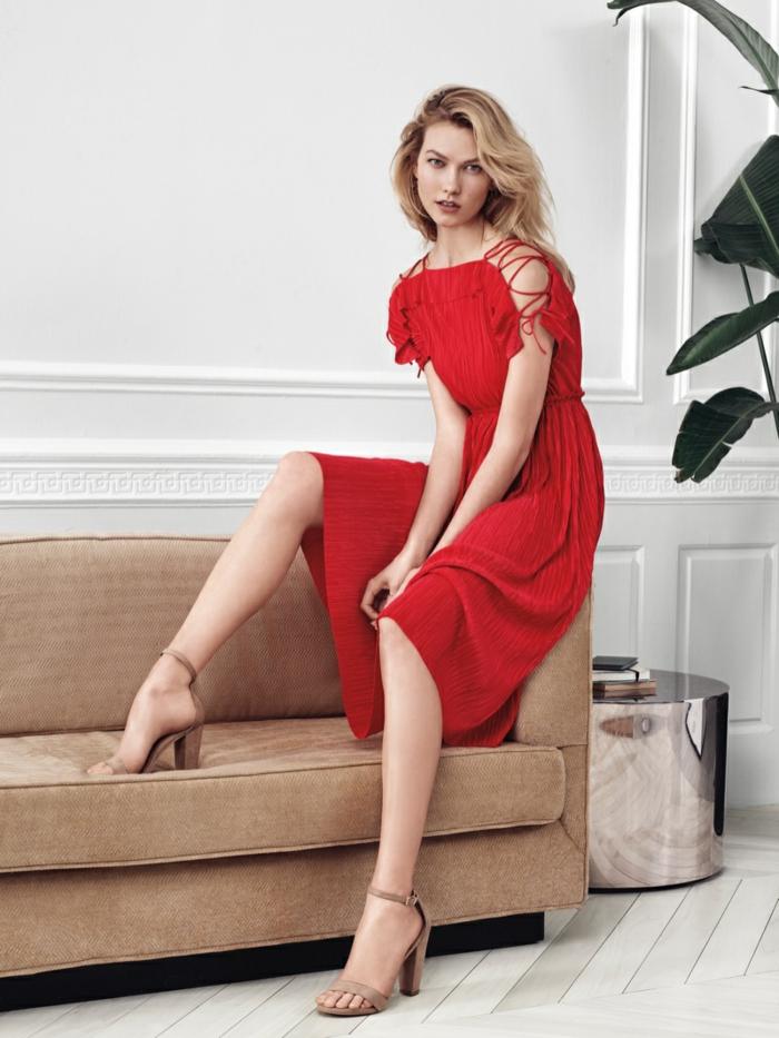 Veste demi saison femme bien habillée joliment robe rouge mi longue