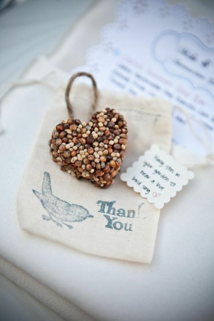 Cadeaux invités anniversaire idée offrir petit cadeau à vos invités mariage - nourriture oiseaux