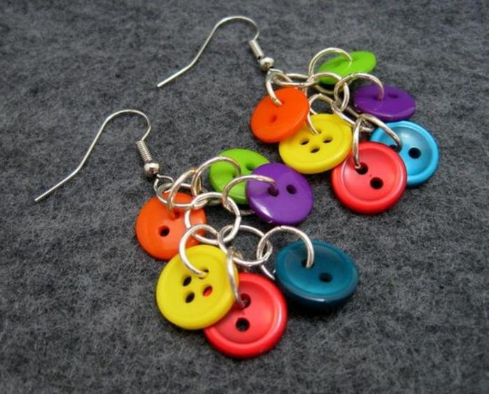 fabriquer ses boucles d'oreilles en boutons colorés