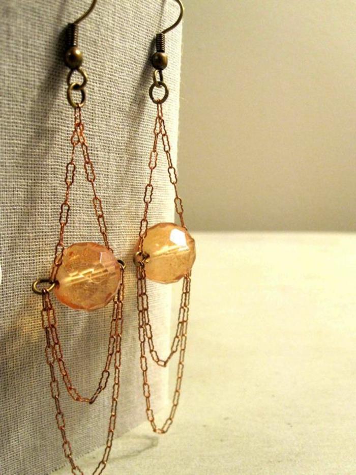 fabriquer ses boucles d'oreilles avec perles et chaine