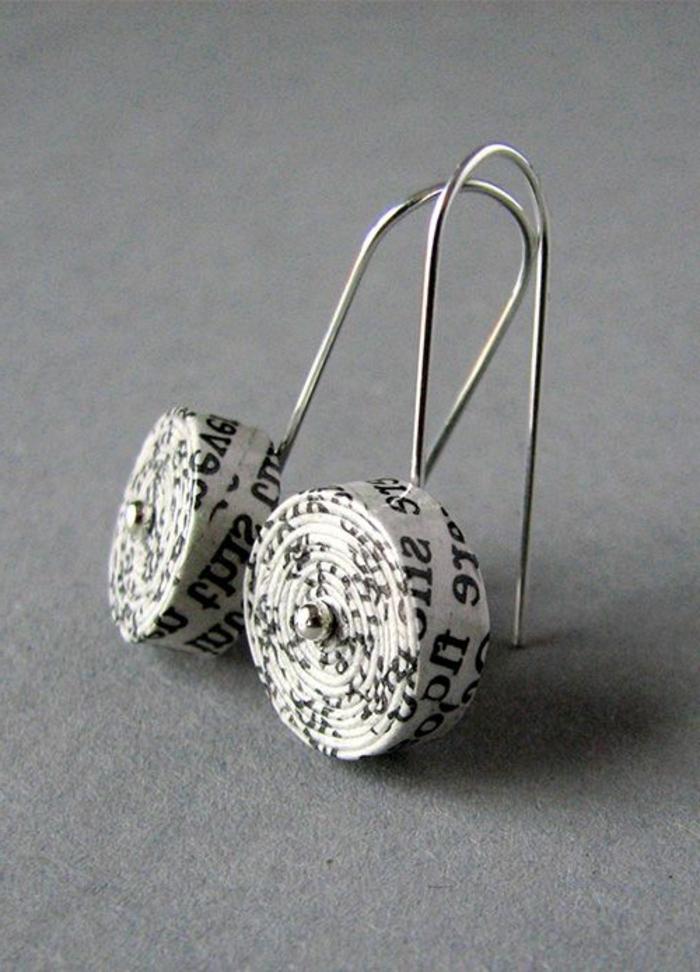 fabriquer ses boucles d'oreilles, paire de boucles d'oreilles en papier enroulé