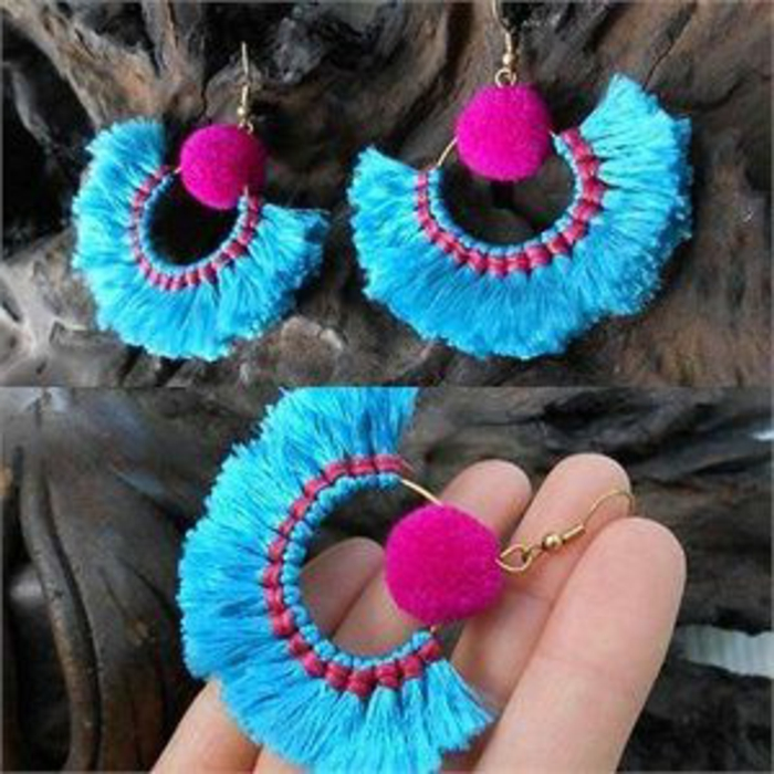 fabriquer ses boucles d'oreilles roses et bleues