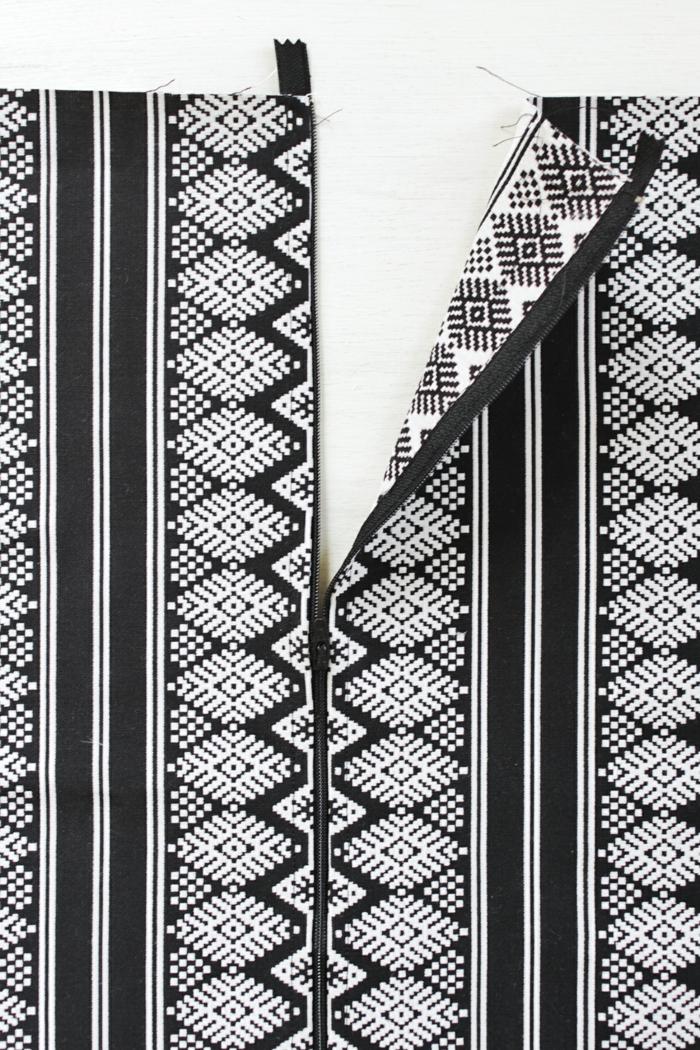 pouffe geant, fermeture éclaire, tissu noir à motifs blancs, tuto pouf