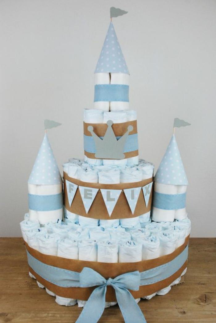 un gâteau de couches bébé, un gateau baby shower comme cadeau