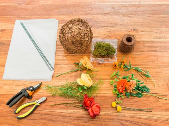 jardin miniature, faire un terrarium, boule en ficelle, fleurs artificielle, corde longue, poche plastique