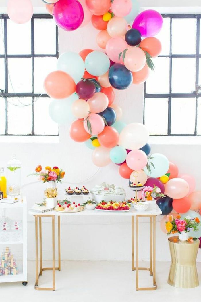 faire une arche de ballons, jolies idées de décoration baby shower colorée