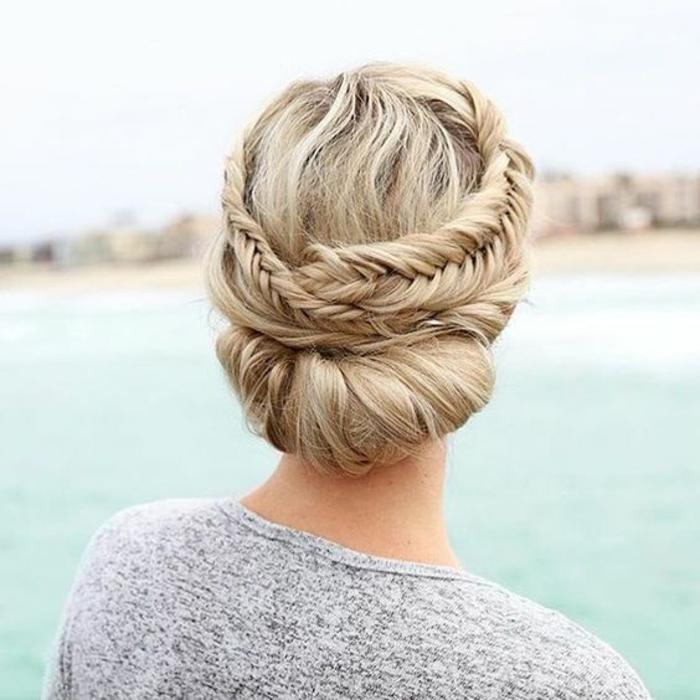Une idée coiffure de mariee boheme coiffure boheme cheveux courts chignon tresse