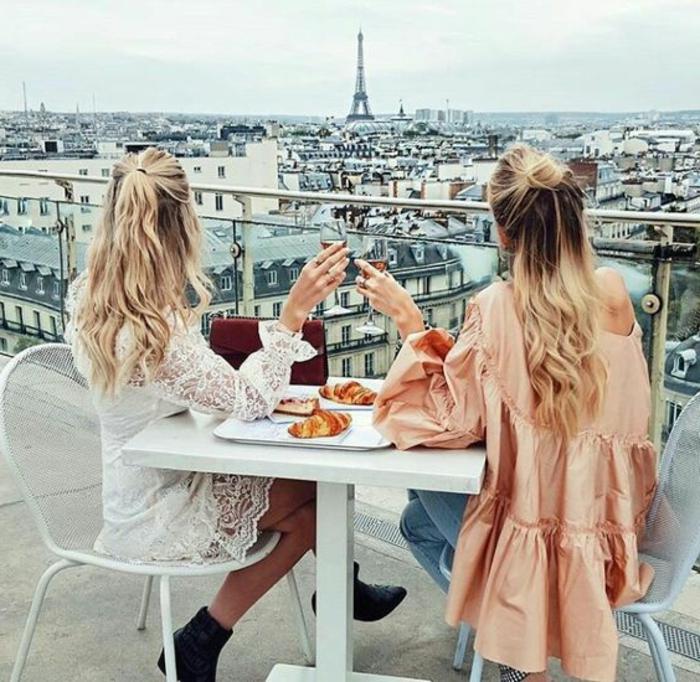 Comment s habiller tendance femme amies à Paris