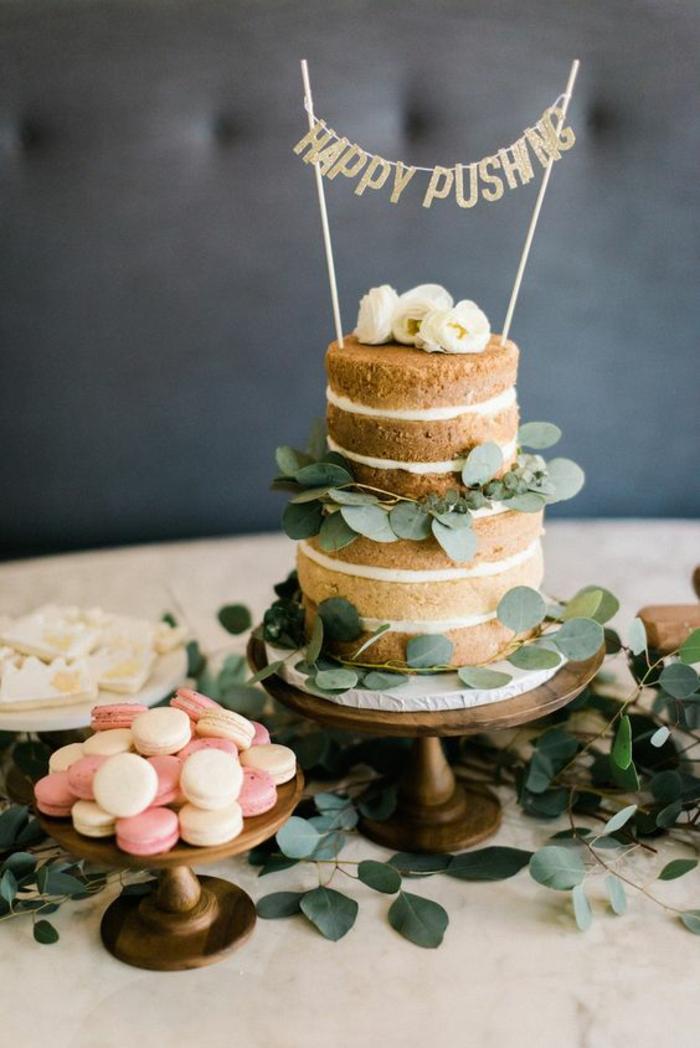 déco de table fantaisiste, idées de décoration baby shower, un buffet gourmand de sucrerie