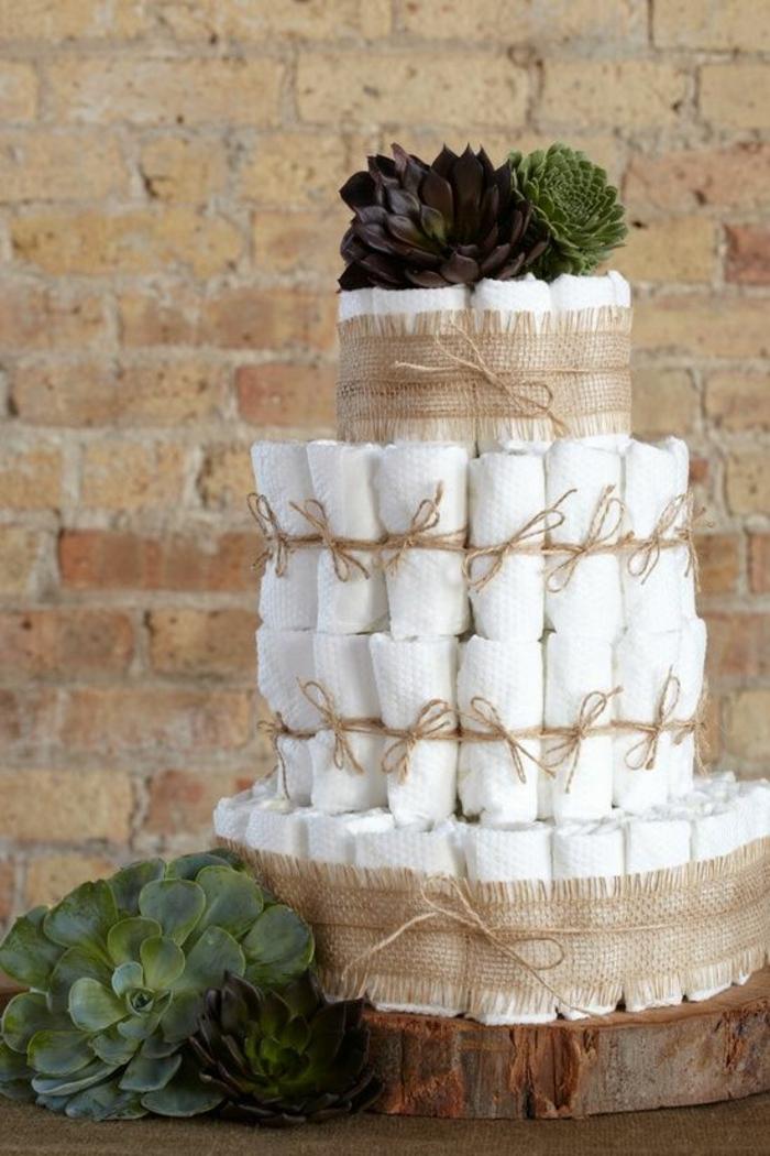 gâteau de couche de style rustique, idée déco pour une baby shower fille ou garçon