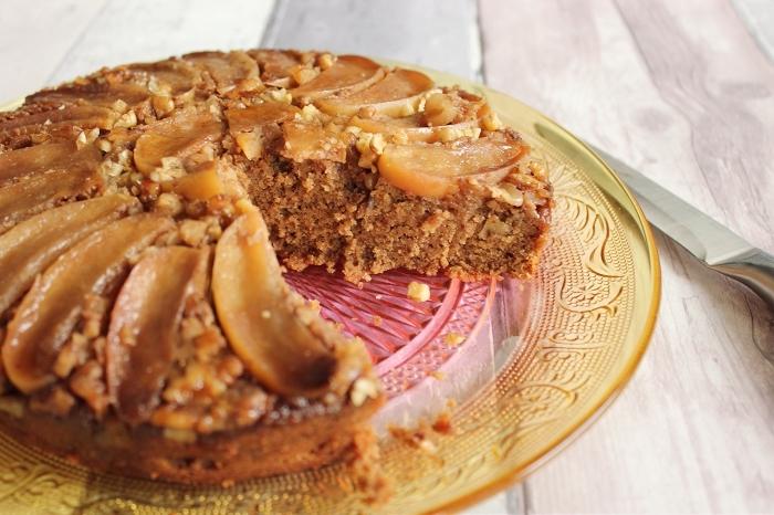 comment remplacer les oeufs dans un gâteau, exemple de dessert aux pommes et noix sans oeufs et produits laitiers