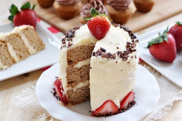 faire un mini gâteau d'anniversaire facile et rapide, modèle de gâteau en layers compote de pomme sans oeufs