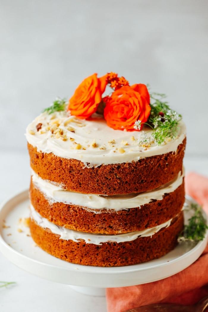 comment faire un dessert savoureux sans oeufs, idée gâteau sans oeufs, exemple layers cake aux carottes et noix