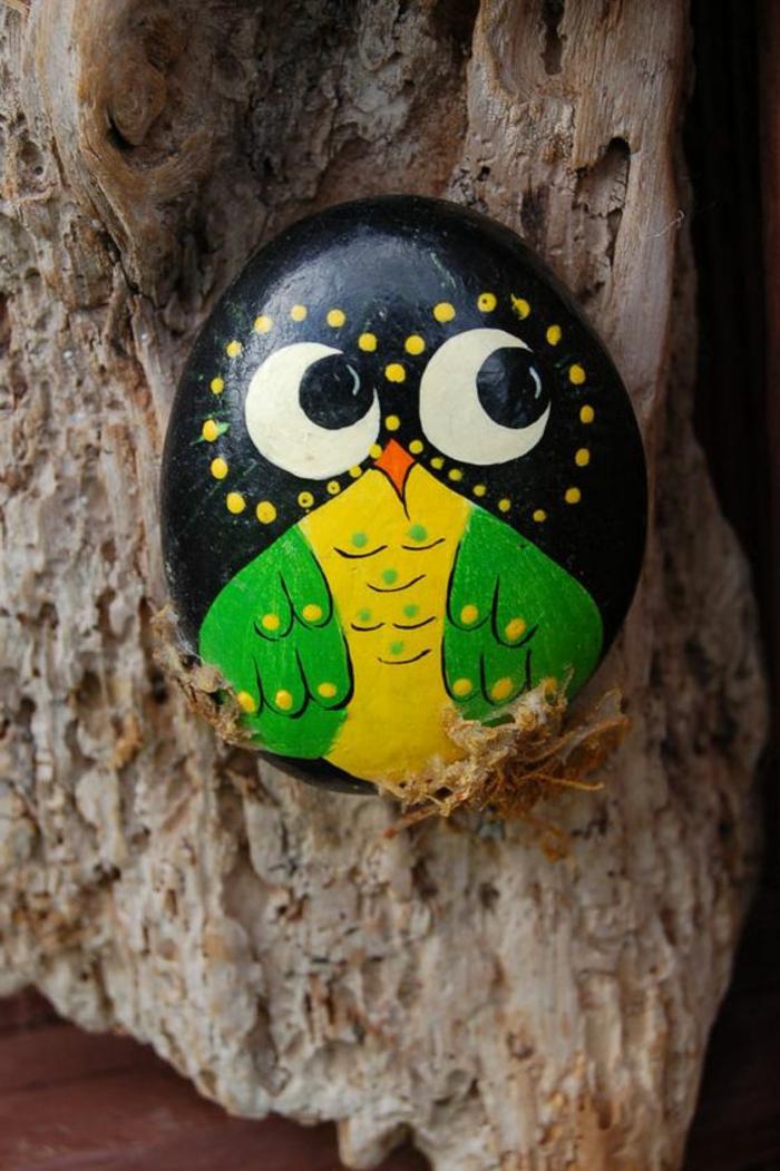 galets décorés, poussin en galetn faire des animaux en pierres