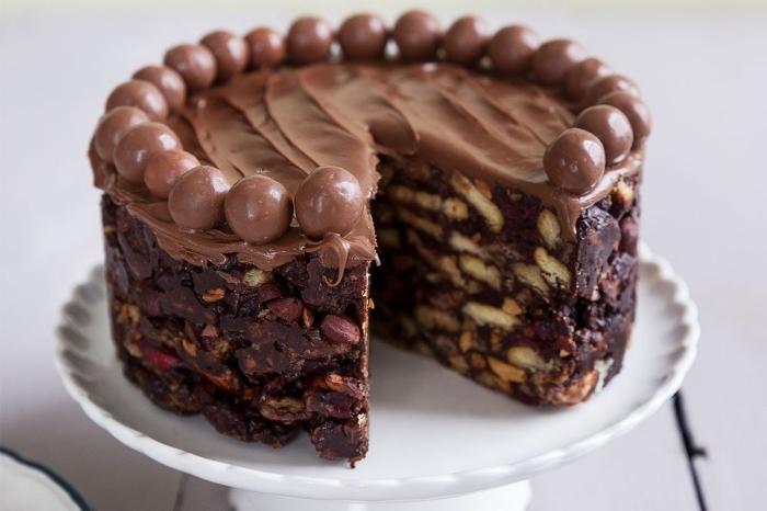 recette gateau chocolat sans oeuf, exemple de gâteau fait maison au chocolat et noix entier sans oeufs et produits laitiers