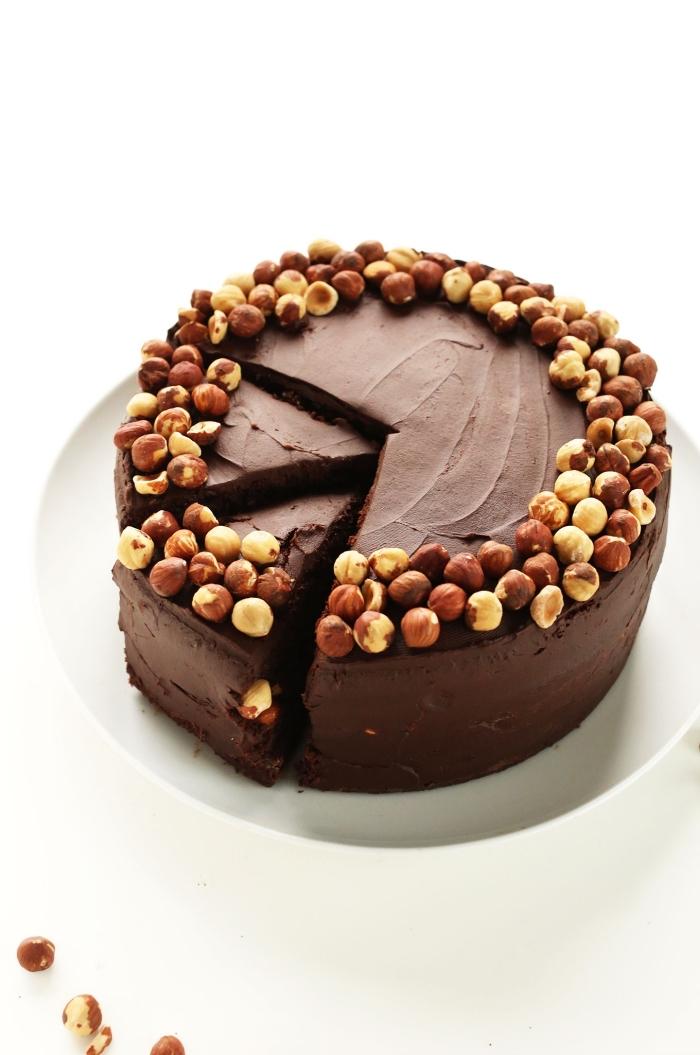 quel gâteau au chocolat sans oeufs, idée recette sans oeufs sucrée, exemple de gâteau au chocolat et noix entier