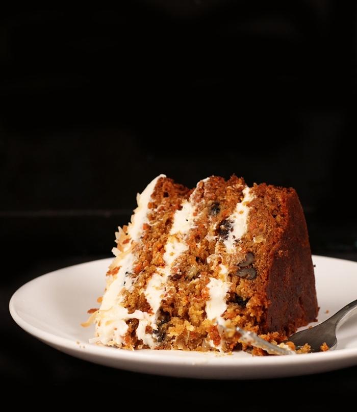 faire un gâteau aux pommes sans oeufs, recette sucrée avec compote de pomme et noix râpés, idée gâteau fait maison