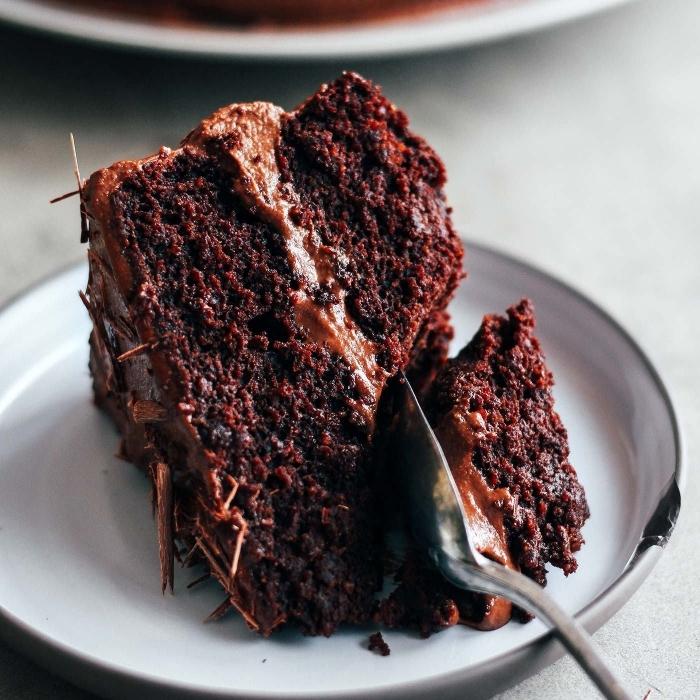 idée dessert facile et léger au chocolat, comment faire un gateau sans oeuf au chocolat, gâteau moelleux au chocolat noir