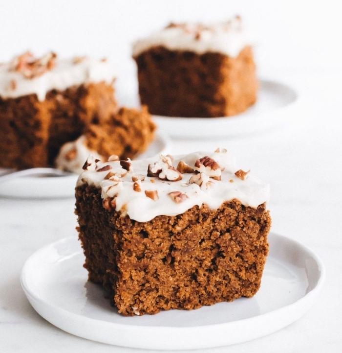 patisserie sans oeuf, comment faire un dessert moelleux aux noix et compote de pommes, idée gâteau facile végétalien