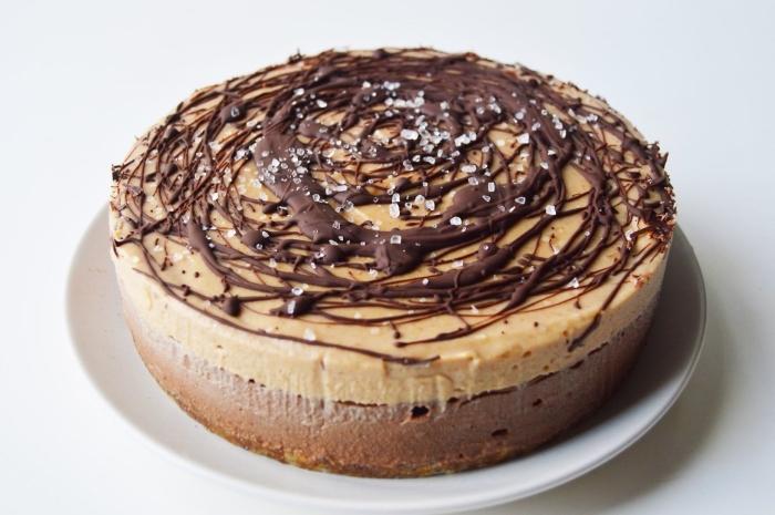 patisserie sans oeuf, idée gateau sans oeuf sans lait, exemple de gâteau fait maison au chocolat et caramel