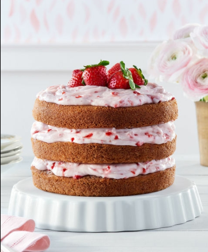 gateau paques, crème de fraise et fromage à la crème, idée pour préparer un repas de paques, gateau à étages